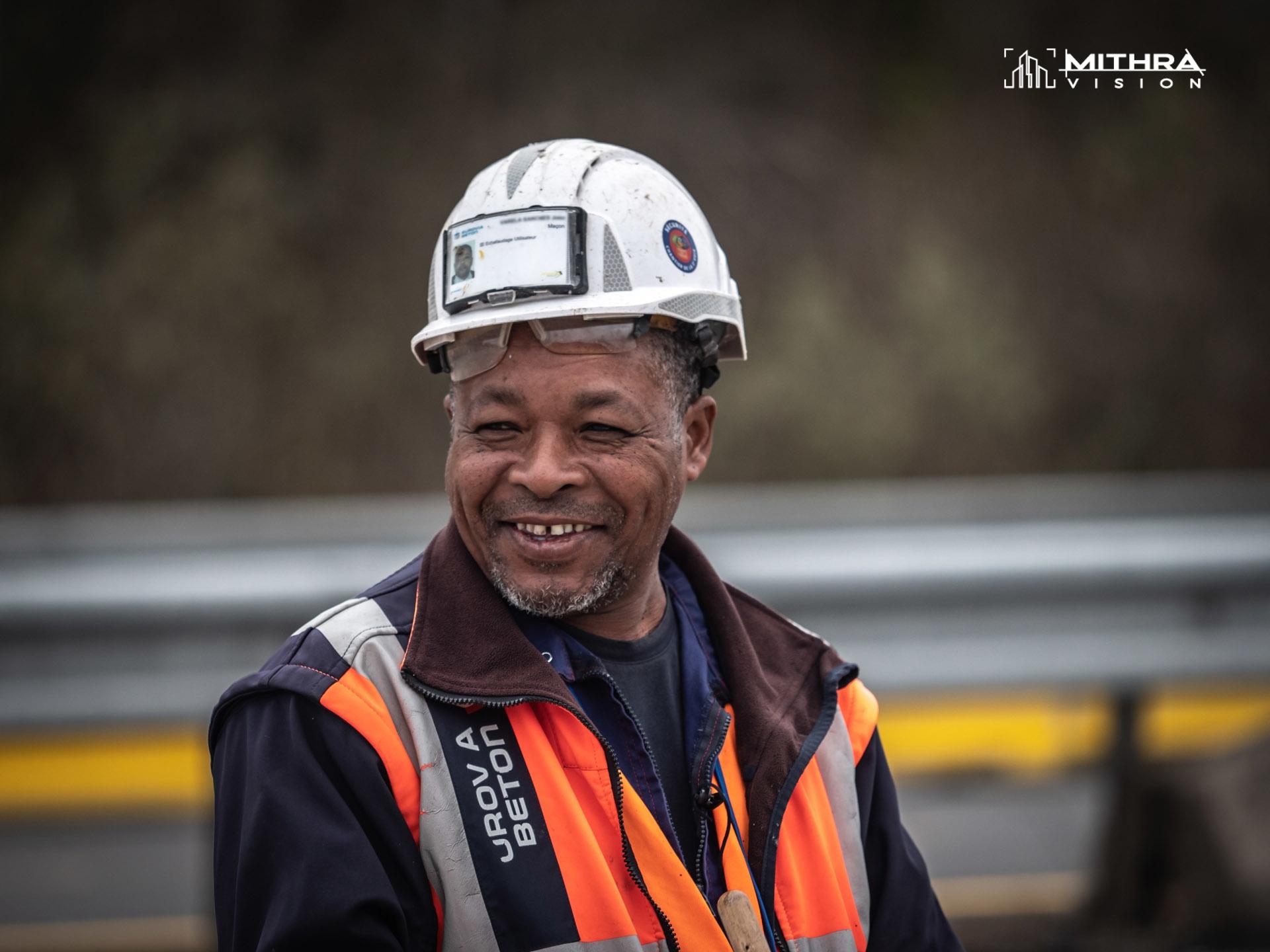 Portrait d'un compagnon sur un chantier Cofiroute
